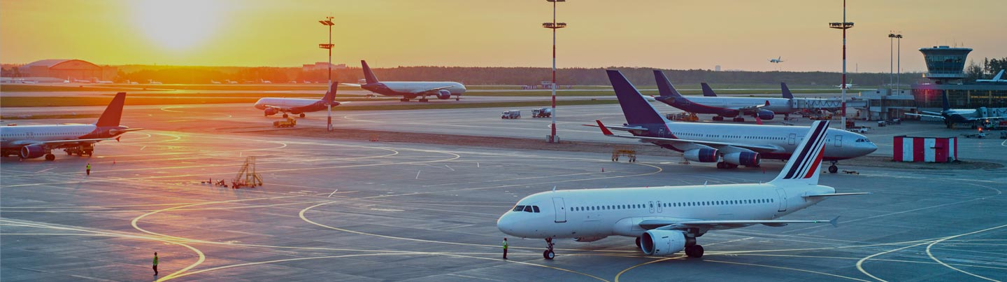 Photo of several planes on the runways of an airport. Fuels for the aviation sector.