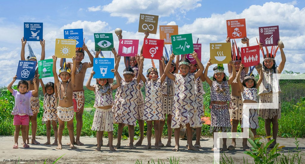 Indigenous childred holding SDG signs. 2030 Agenda