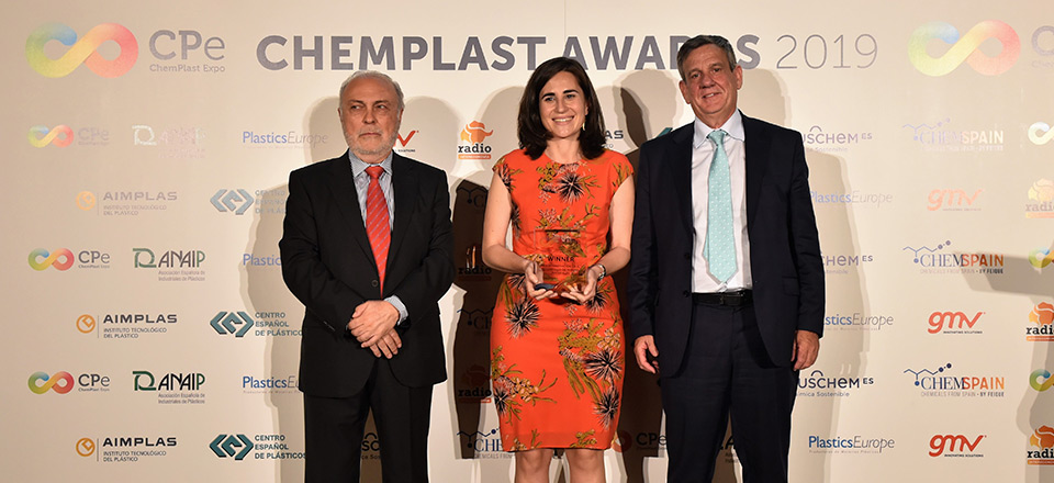 Repsol receives an award at the Chempalst Expo