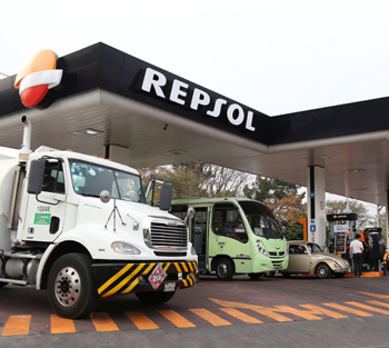 Repsol worldwide, Mexico. Several vehicles filling up at a Repsol service station.