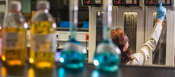 A female scientist in the Repsol Technology Lab