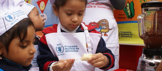 Peruvian children working in a food workshop by Fundación Repsol.